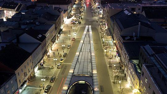Kaiser-Josef-Platz bei Dämmerung