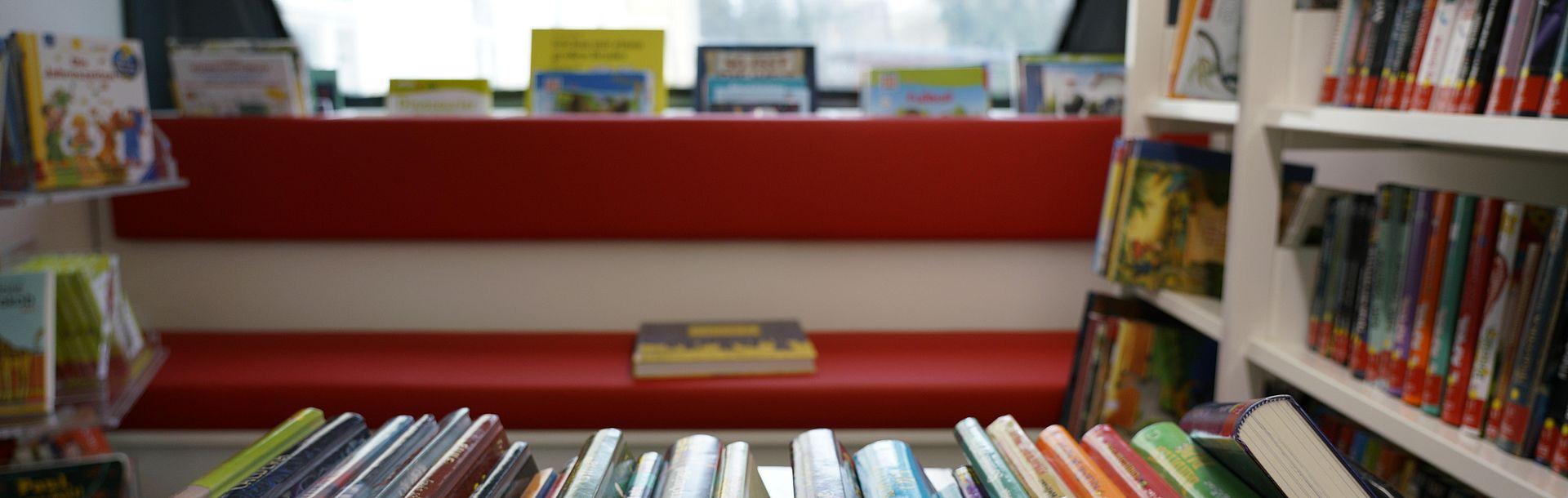 Wissensbus - Bücher innen