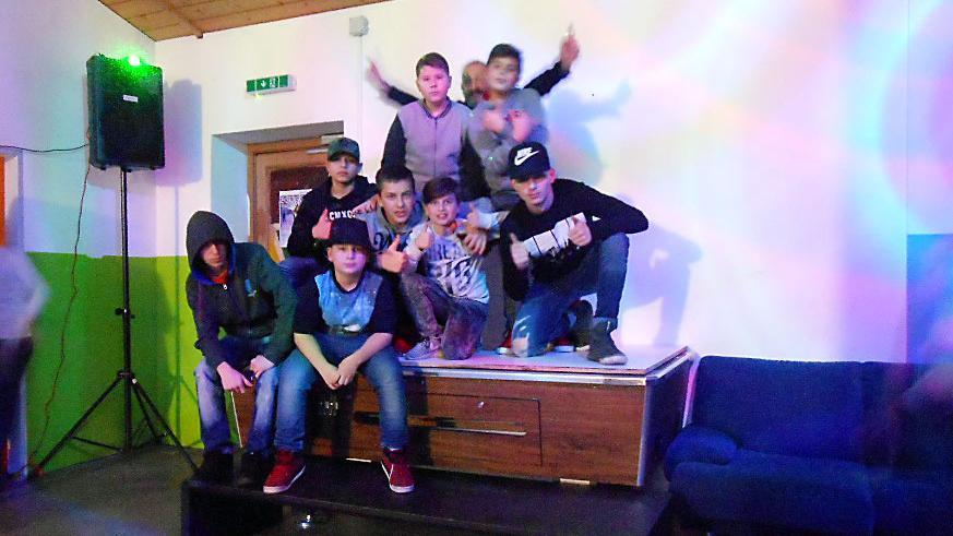 Jugendliche feiern ihr Jugendtreff Neustadt