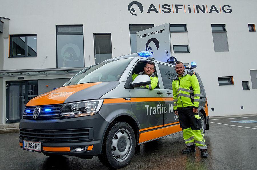 ASFINAG FAhrzeug samt Mitarbeiter
