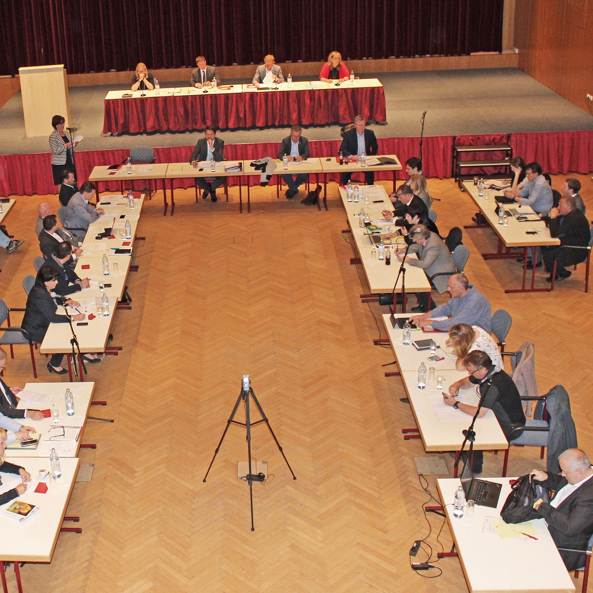 Gemeinderat bei Sitzung.