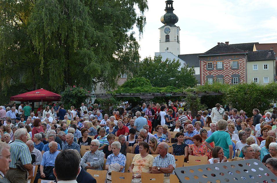 Publikum im Burggarten