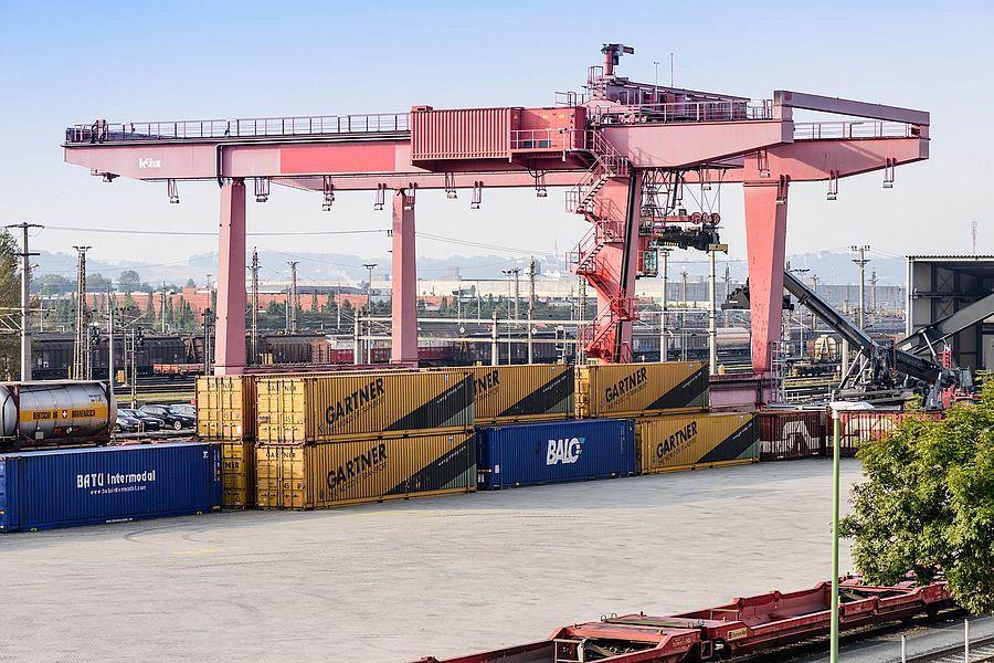 Wirtschaft und Verkehr - Kran für Container