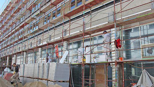 Greif Baustelle - Arbeiter am Gerüst