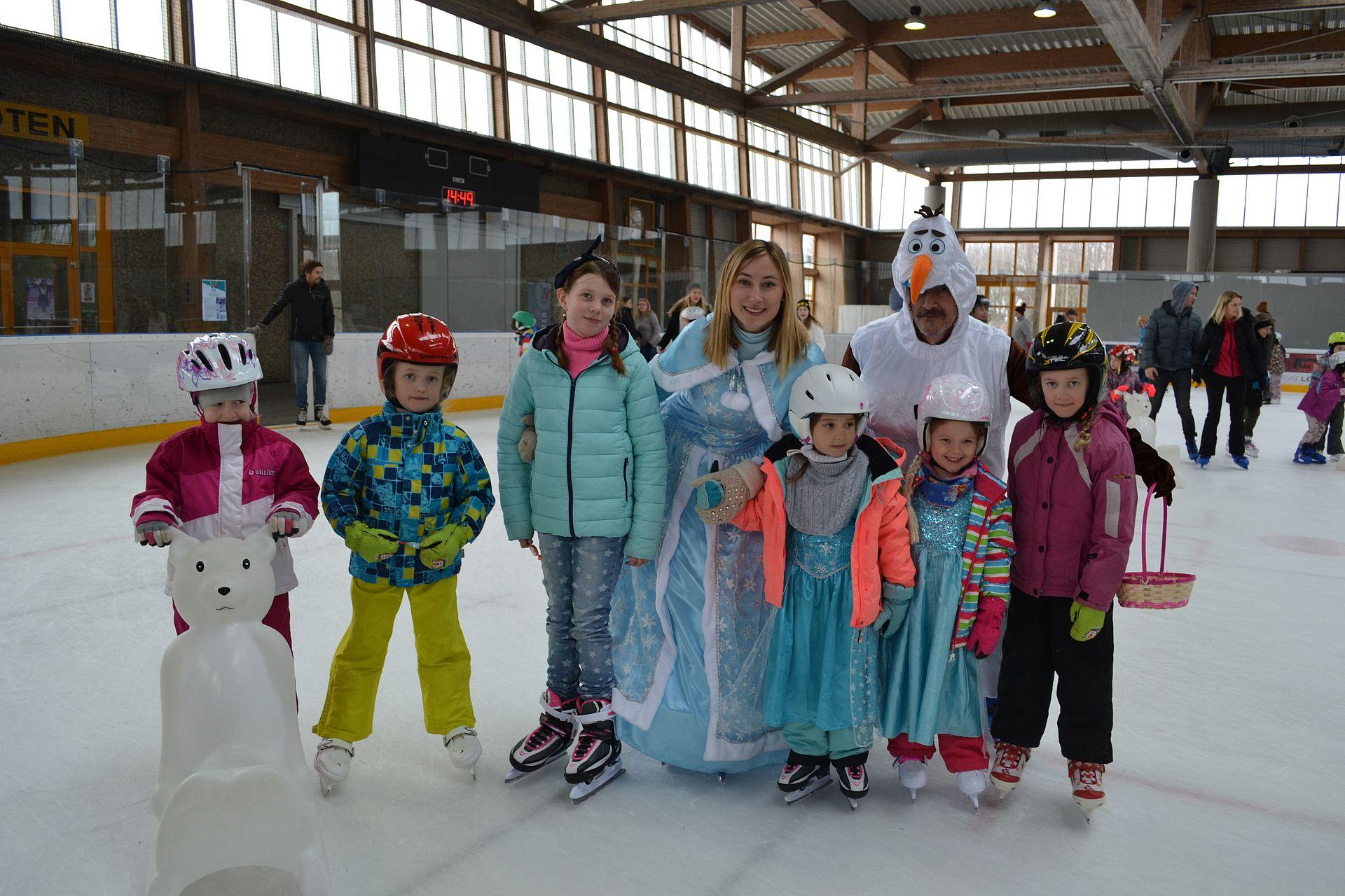 Eislaufkurs für Kinder mit der Eiskönigin Elsa und dem Schneemann Olaf