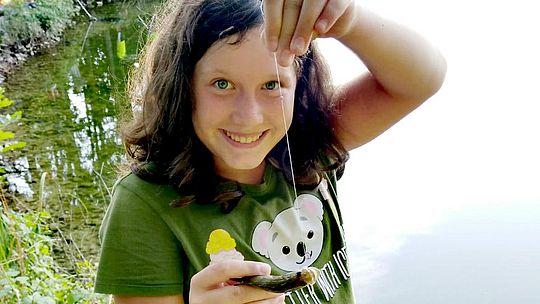 Ferienaktion - Mädchen beim Jugendfischen