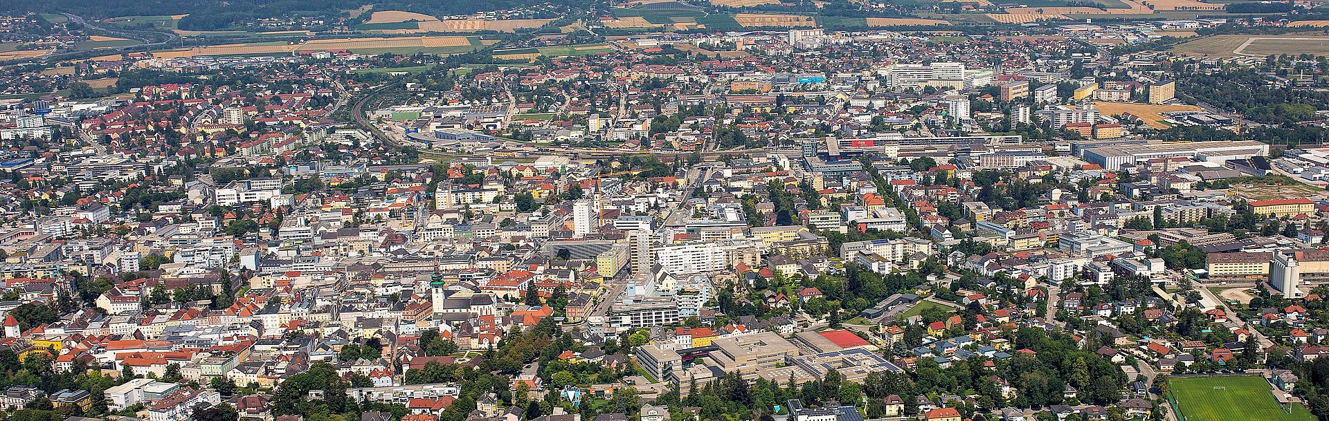 Luftbild mit Blick auf Wels (von der Thalheimer Seite)