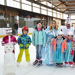 Eislaufkurs mit Kindern und der Eiskönigin samt Olaf der Schneemann