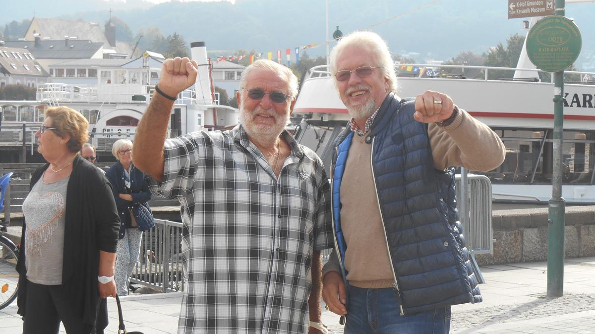 Ehrenamt - fröhliche Männer bei einem Ausflug