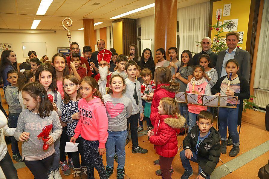 Quartier Gartenstadt -  Gruppenfoto mit Kinder und Nicolaus