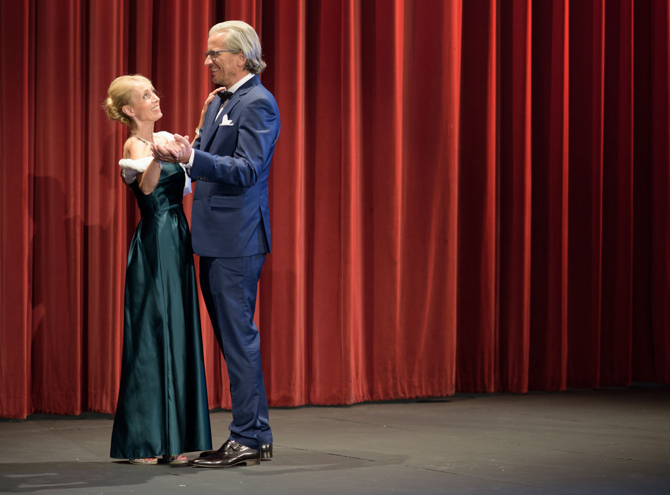 Bühne mit einem Tanzpaar