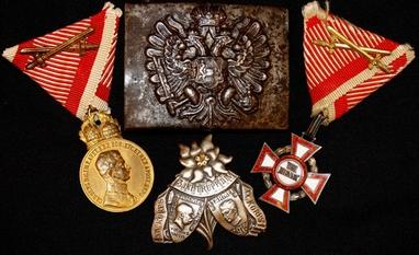 Abzeichen von Uniformen aus dem ersten Weltkrieg