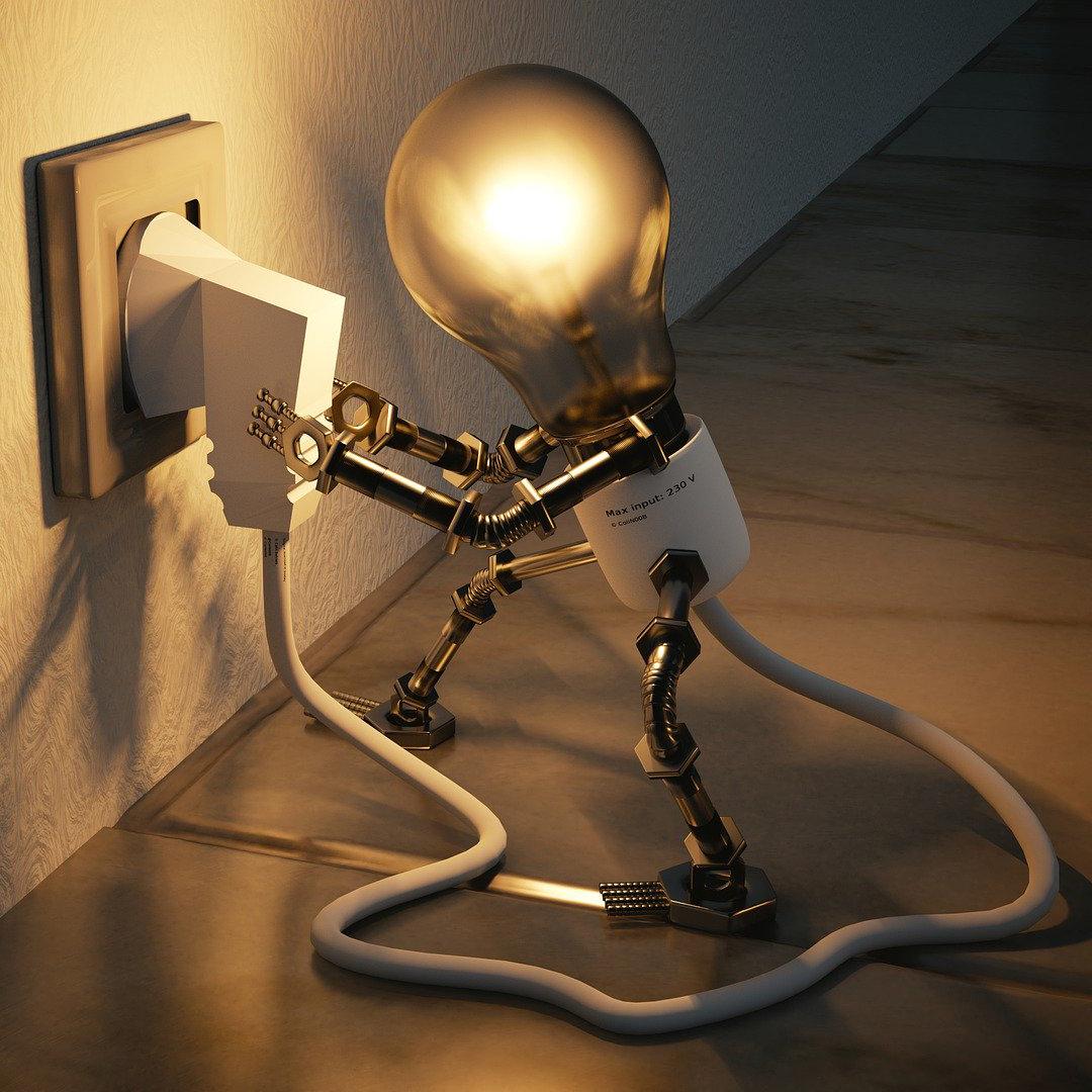 Bild einer Glühbirne, die sich an eine Steckdose steckt, um zu leuchten.