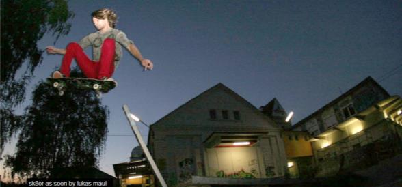 Lokalbahnhof  mit Skateboard und Person